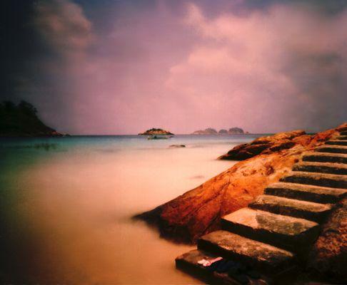 Treppe am Inselstrand - (Pinholefoto auf Film - Pulau Redang, Malaysia)