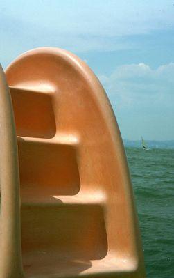 Treppe einer Tretboot-Rutsche