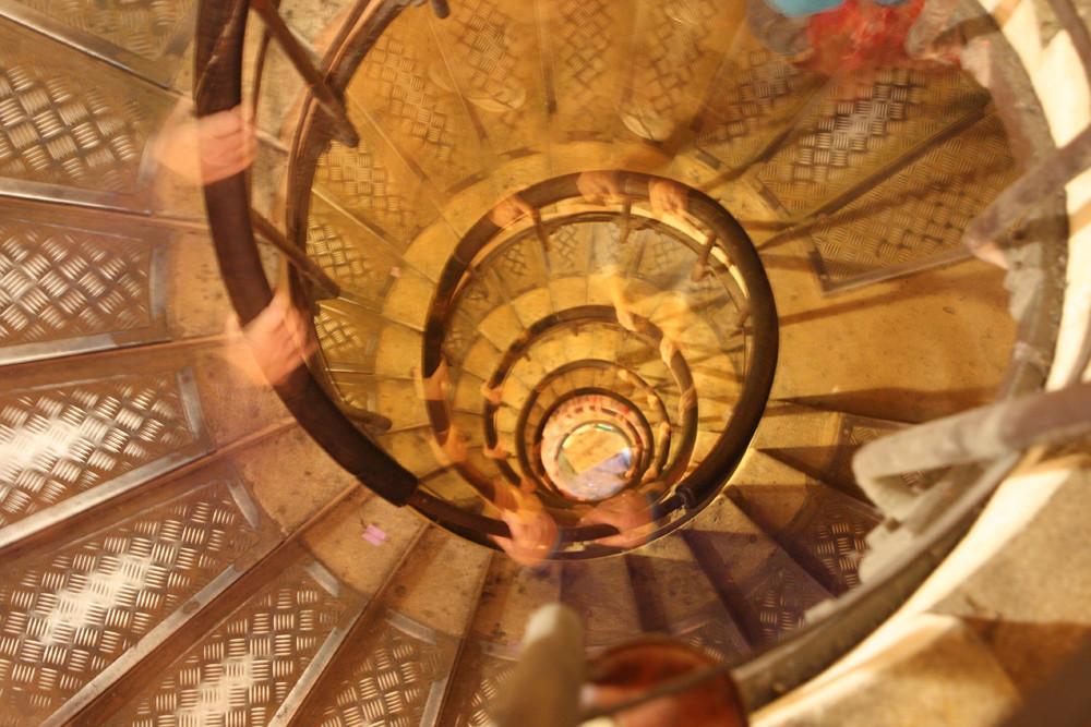 Treppe zum Arc de Triomphe in Paris