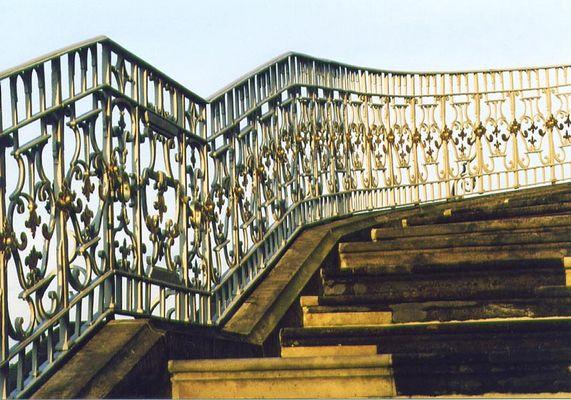 Treppen mit Geländer eben...