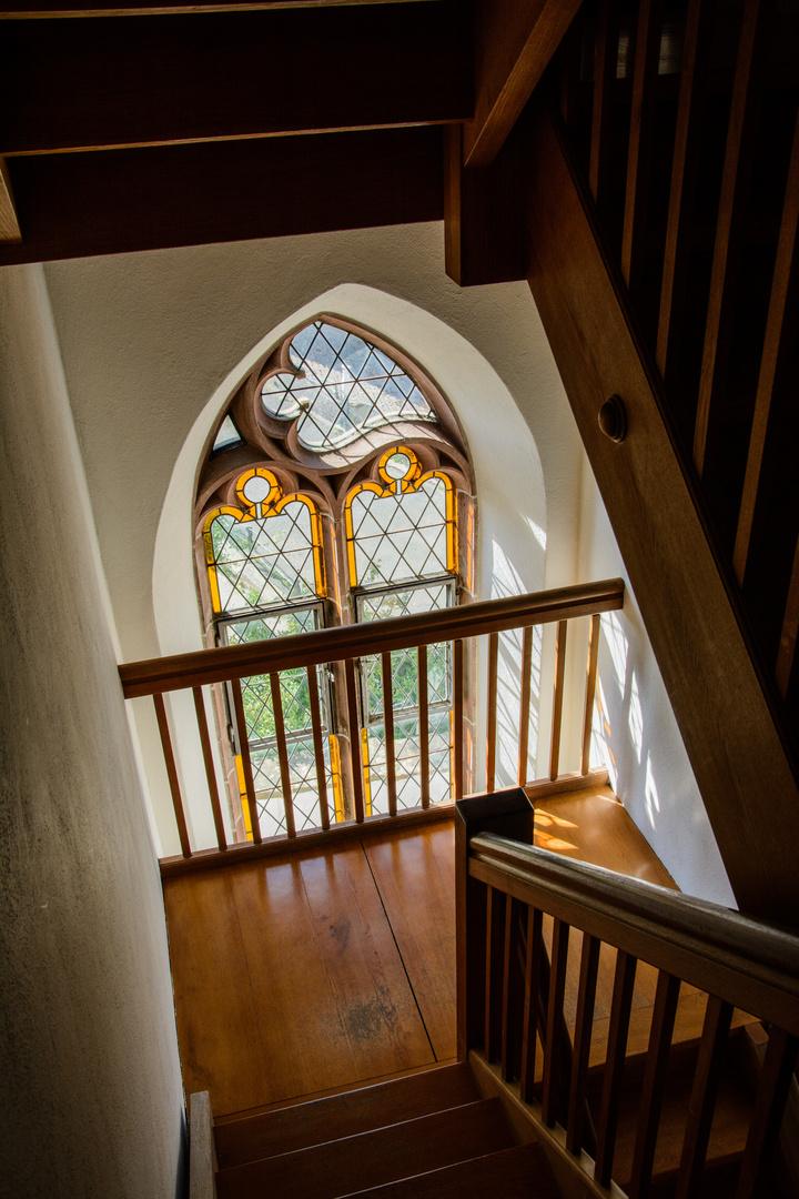Treppenaufgang zum Kirchturm ...