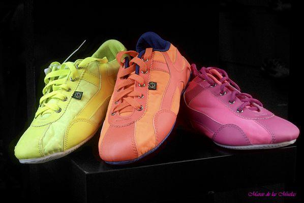 ....tres zapatillas...