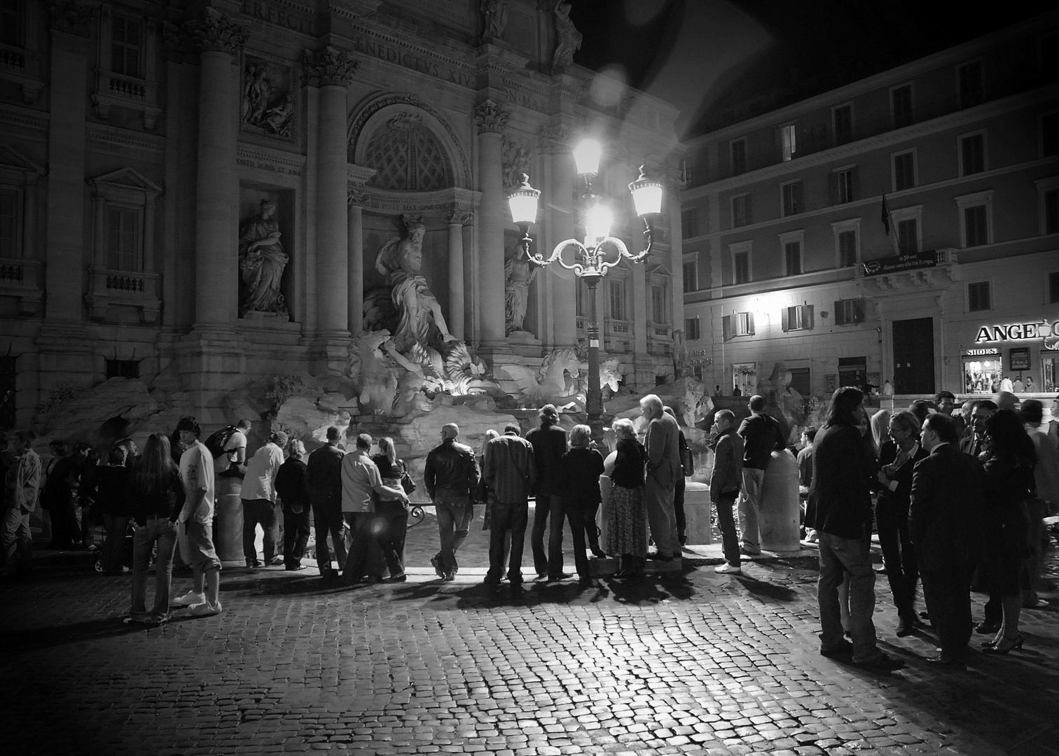 Trevibrunnen bei Nacht