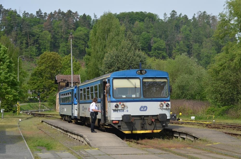 Triebwagen 810 608 in Tschechien