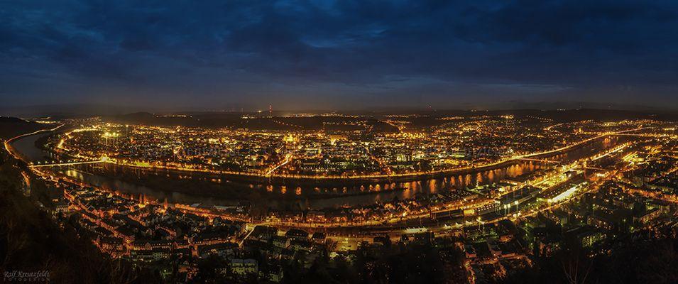 Trier in der Vorweihnachtszeit von der Mariensäule aufgenommen
