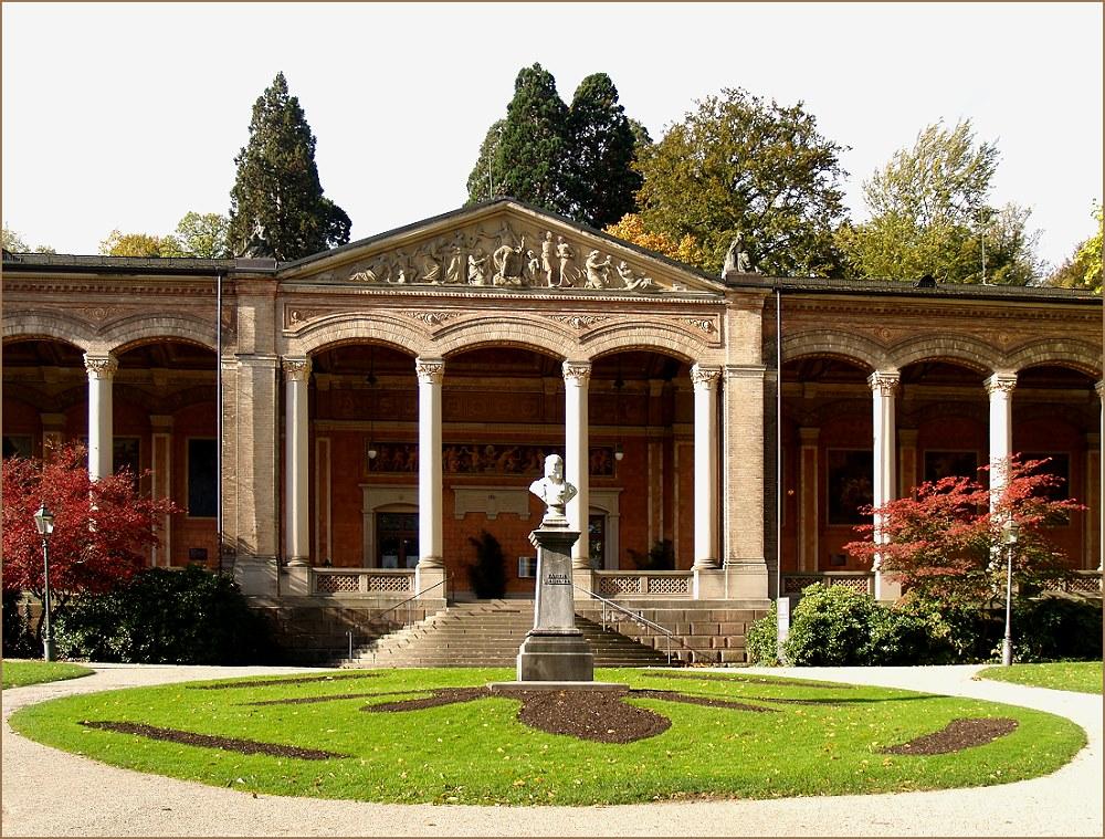 Trinkhalle Baden-Baden in der Herbstsonne