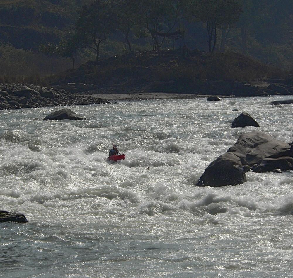Trisuli Julia mitten im Devils Fork Rapid