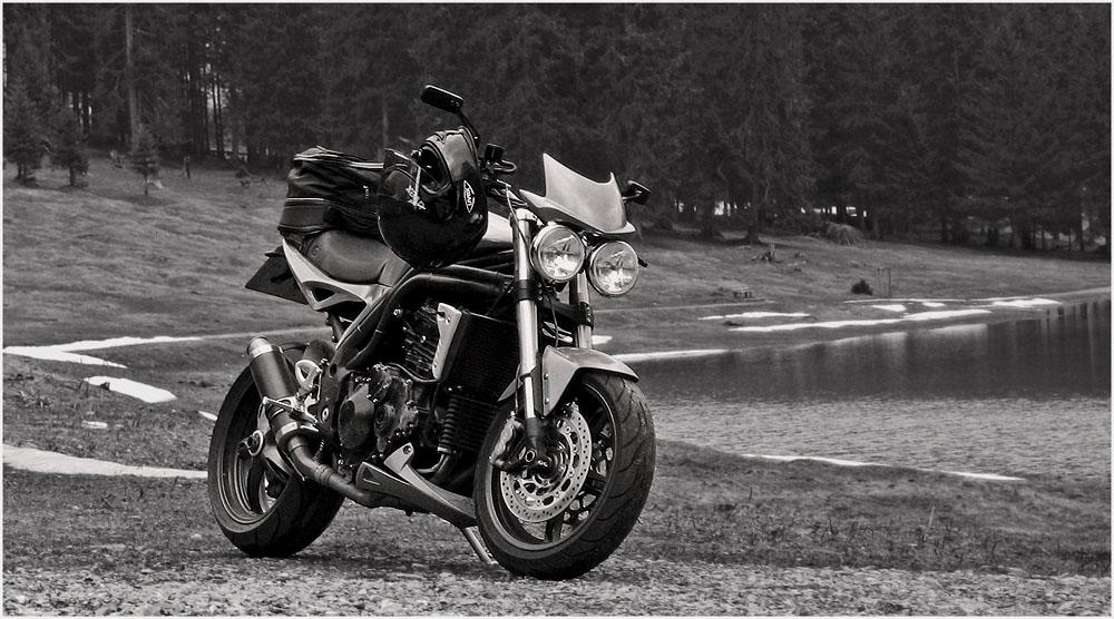 ... Triumph Speed Triple auf Reisen ...