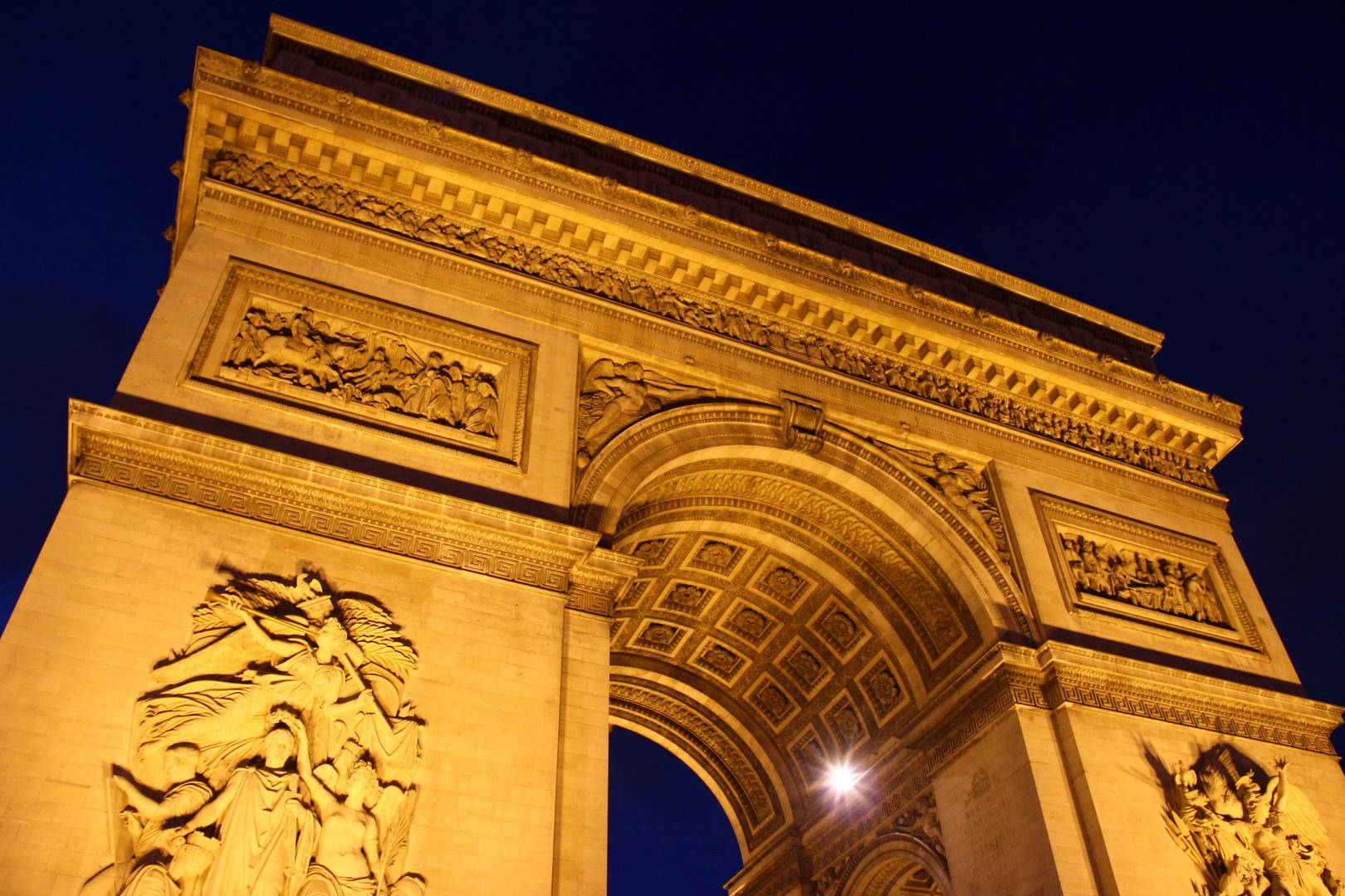 Triumphbogen bei Nacht