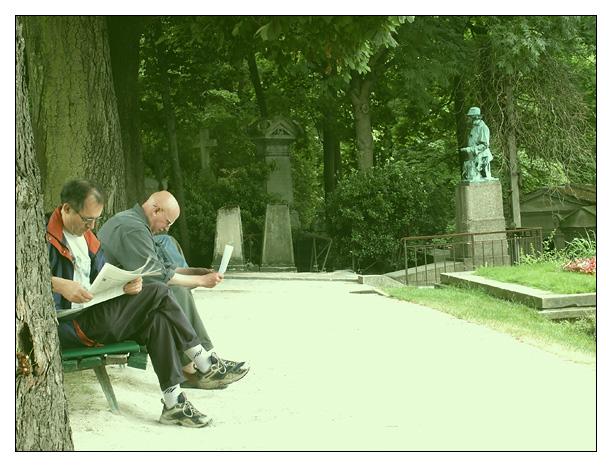 trois hommes au cimetière