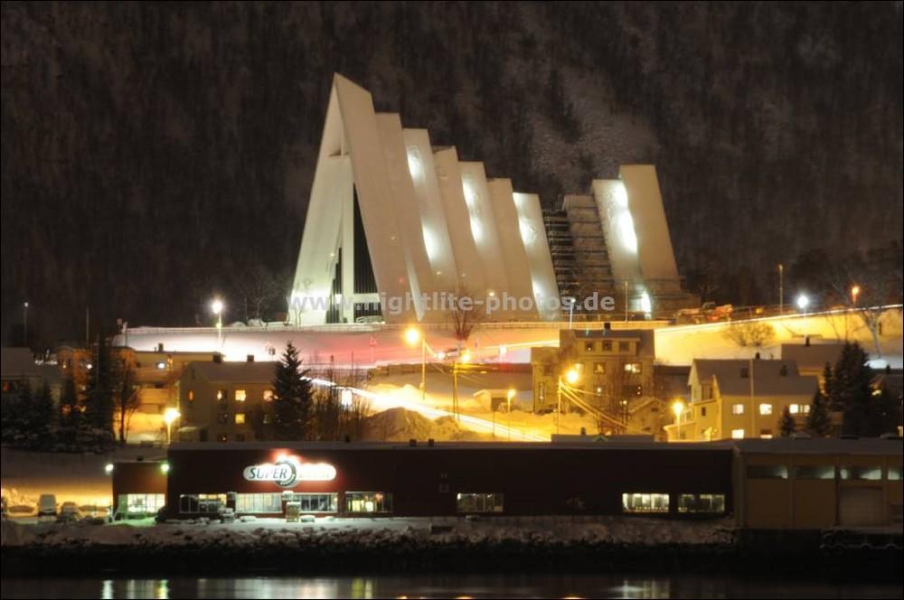 Tromso (Norwegen) Eismeerkathedrale im Schneekleid