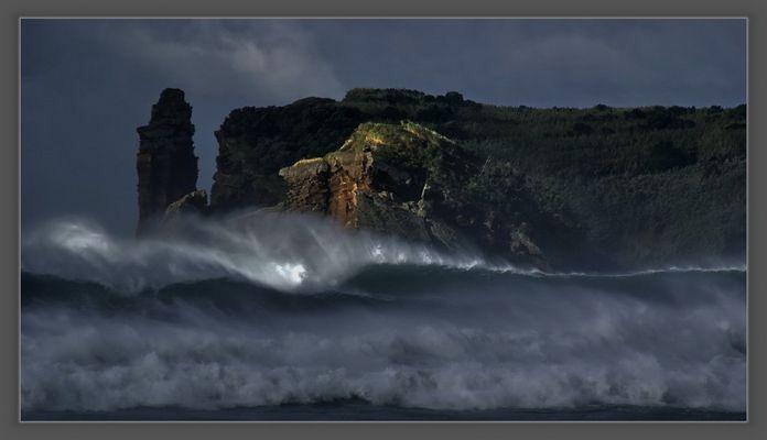 Tropensturm auf Sao Miguel , Azoren.....Brecher vor Ilheu de Vila Franca........