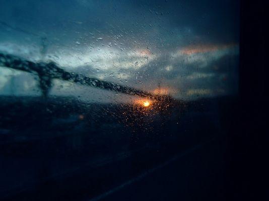 Tropfen am Glas und Sonne am horizont