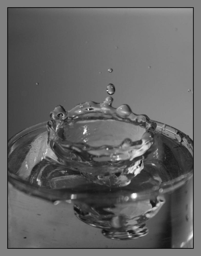 Tropfen in Wasserglas