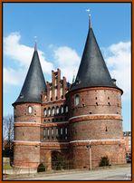 """""""Trutzburg"""" Holstentor - das letzte erhaltene Stadttor, das Lübeck nach Westen begrenzte ...."""