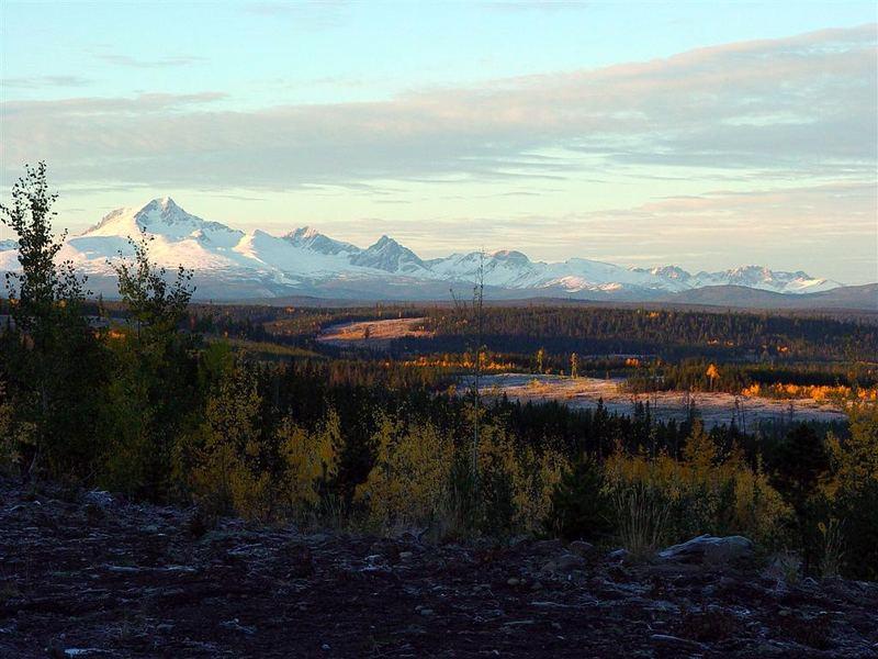 Ts'il-os dominating Chilkotin Mountain Range