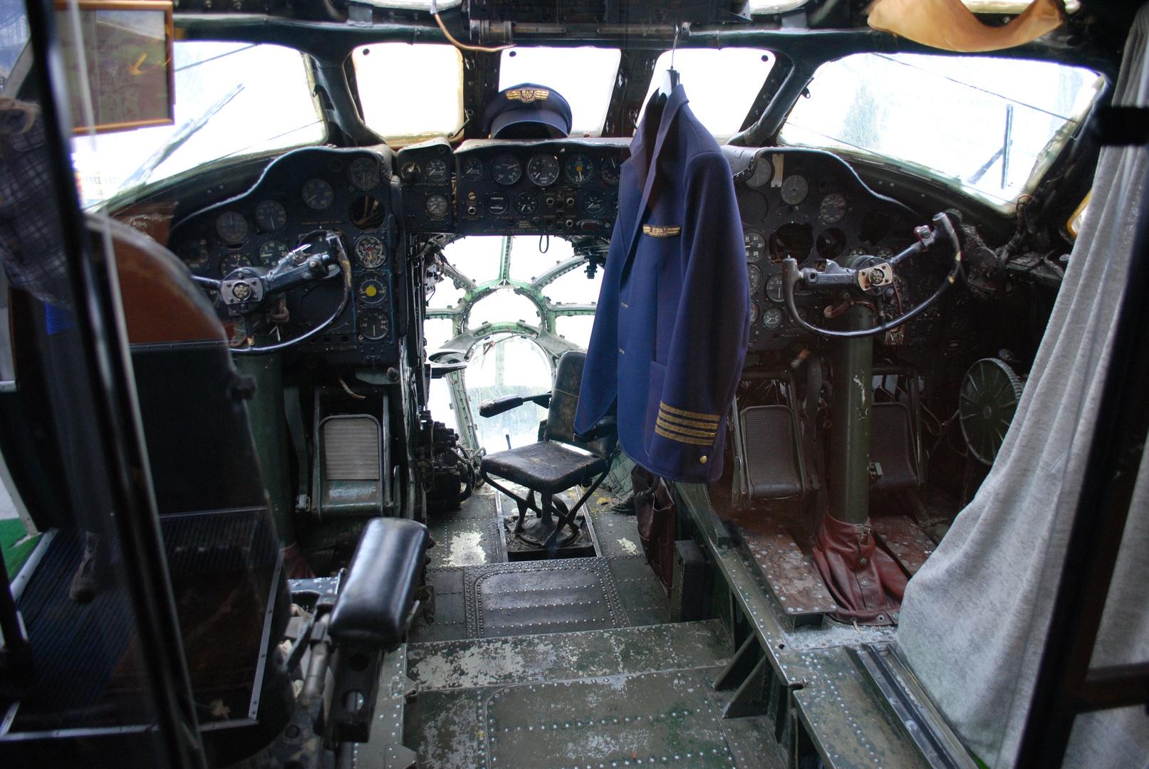 TU 104