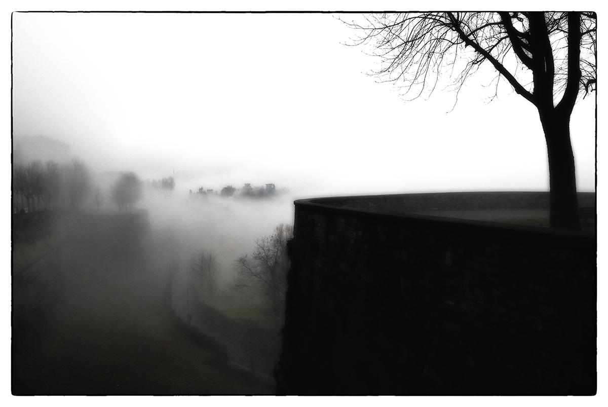 ....tu nebbia impalpabile e scialba.....
