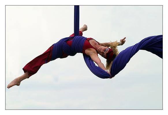 Tuch-Balance-Akrobatik mit Musik