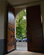 "Tür am ""Bernardbau"" in Offenbach (ehemalige Schnupftabakfabrik 1896)"
