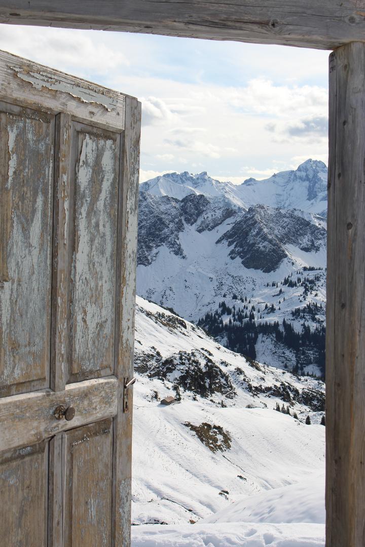 Tür mit Ausblick