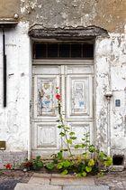 Tür mit Blume