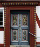 Tür Rathaus in Rehe (Westerwald)