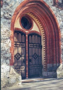 Tür zu heiligen Hallen