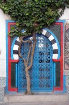 Türe mit Baum