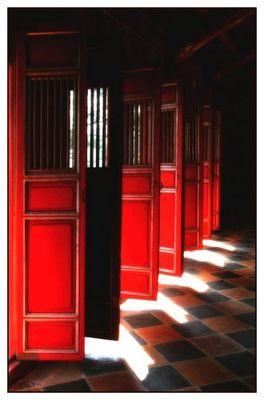 Türen eines Chinesischen Tempels bei Hue
