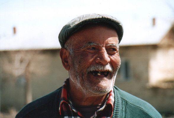 Türke, zahnlos, 79 Jahre