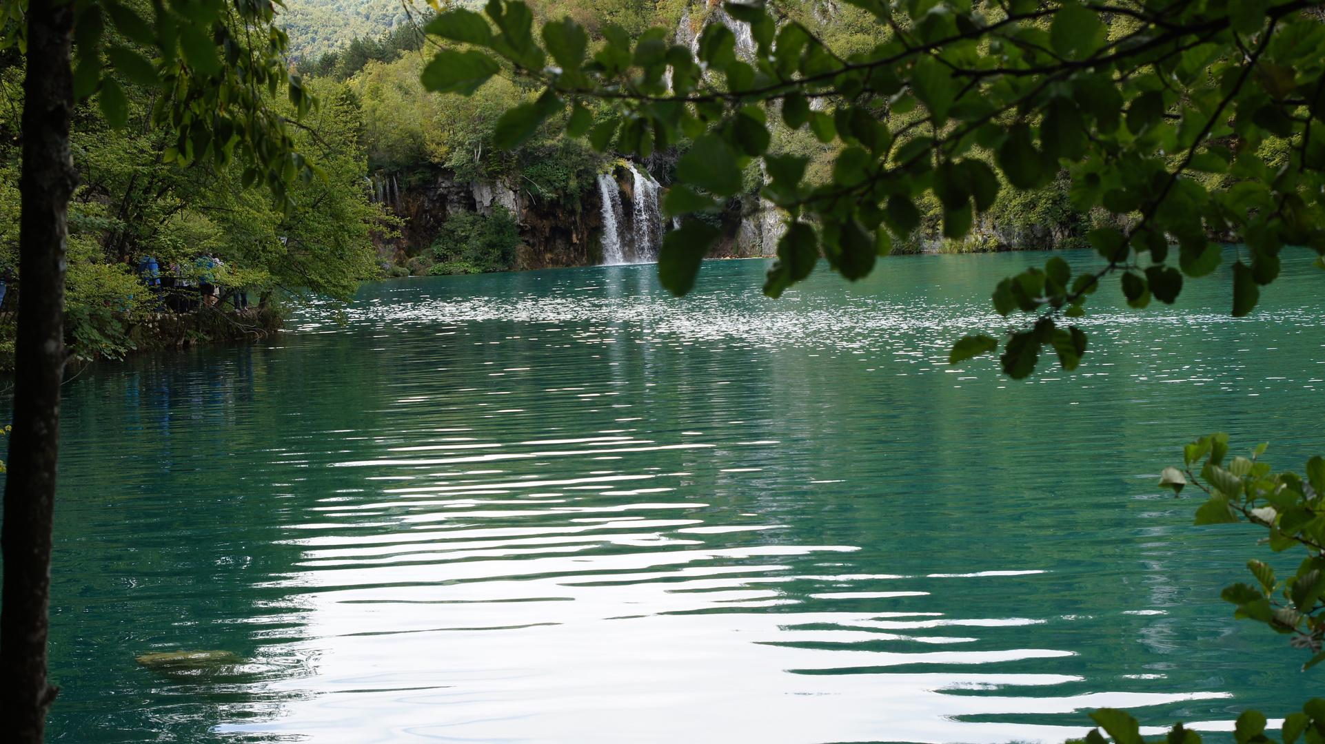 Türkisblaues Wasser der Plitvicer Seen