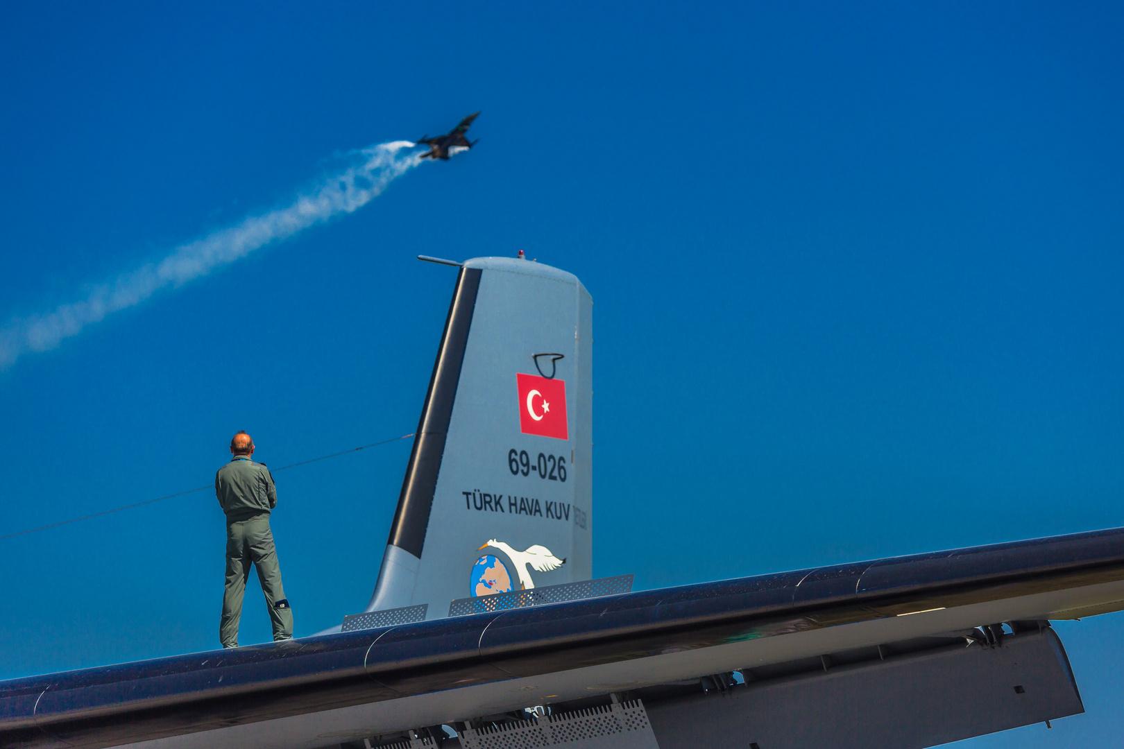 Türkish Airforce F16 Flight Show watching by Teamleader