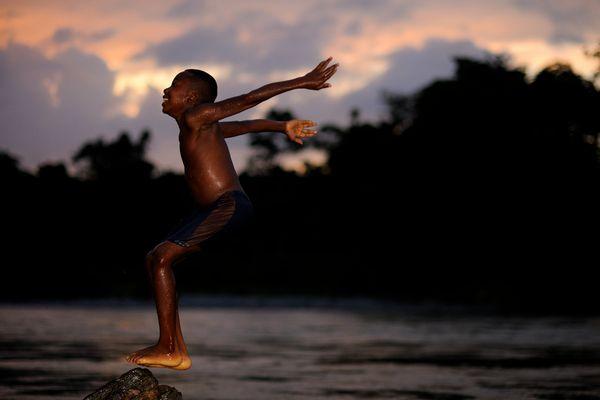 Tuffo al tramonto lungo il Rio