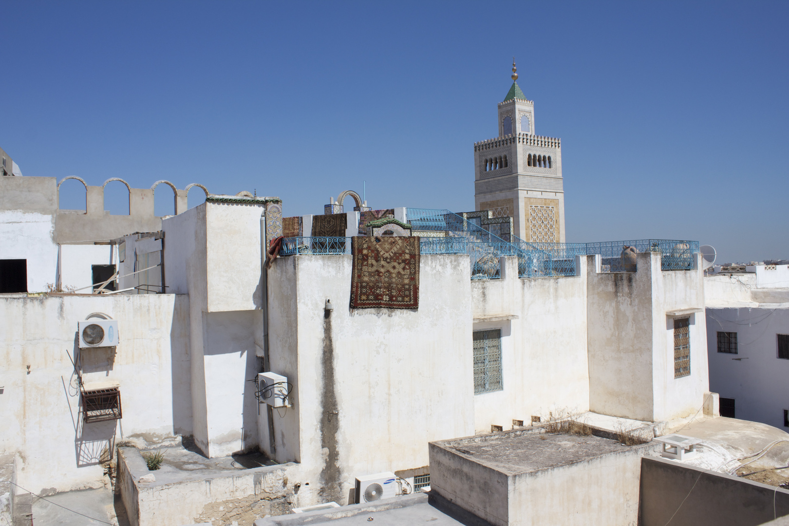 Tunis ................
