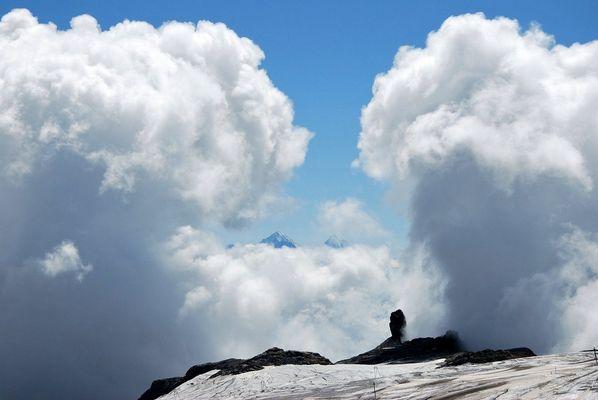 Tunnel de nuages sur la Quille du Diable