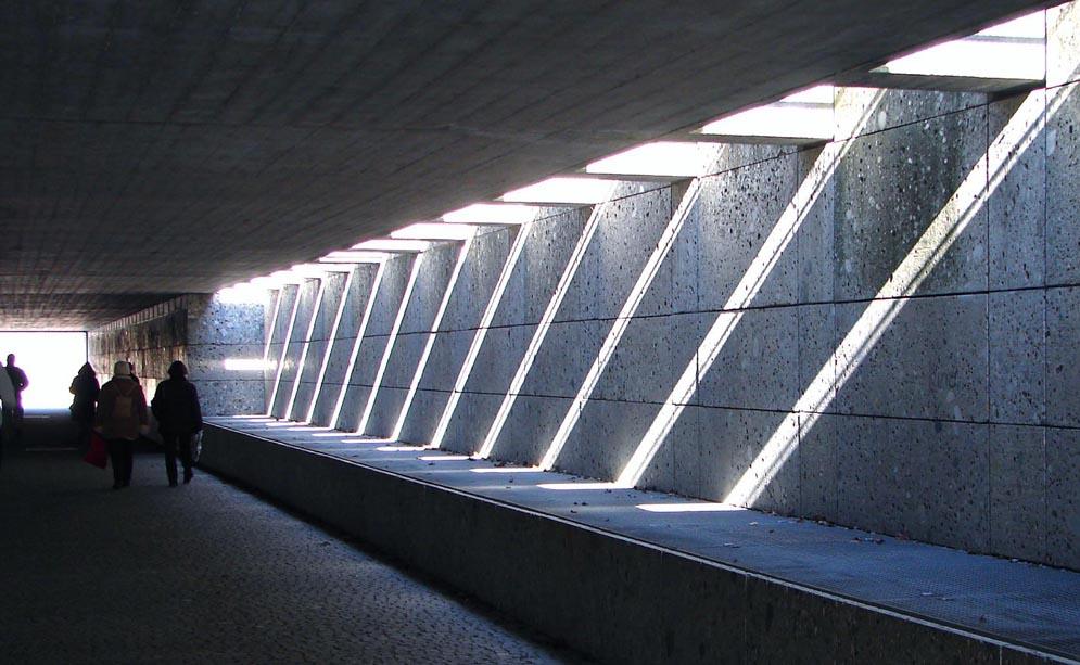 Tunnel mit Zebrastreifen