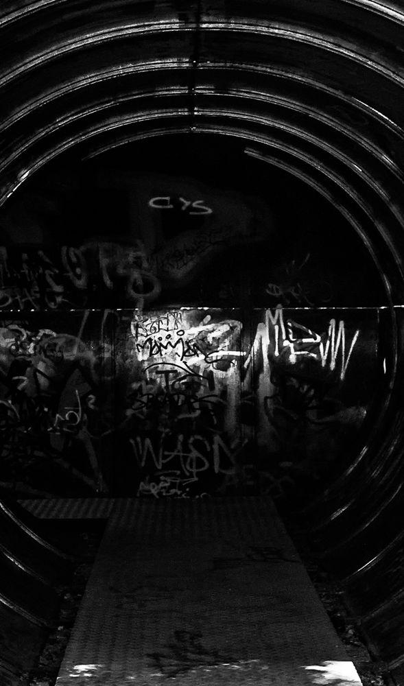 tunnel.light.spray