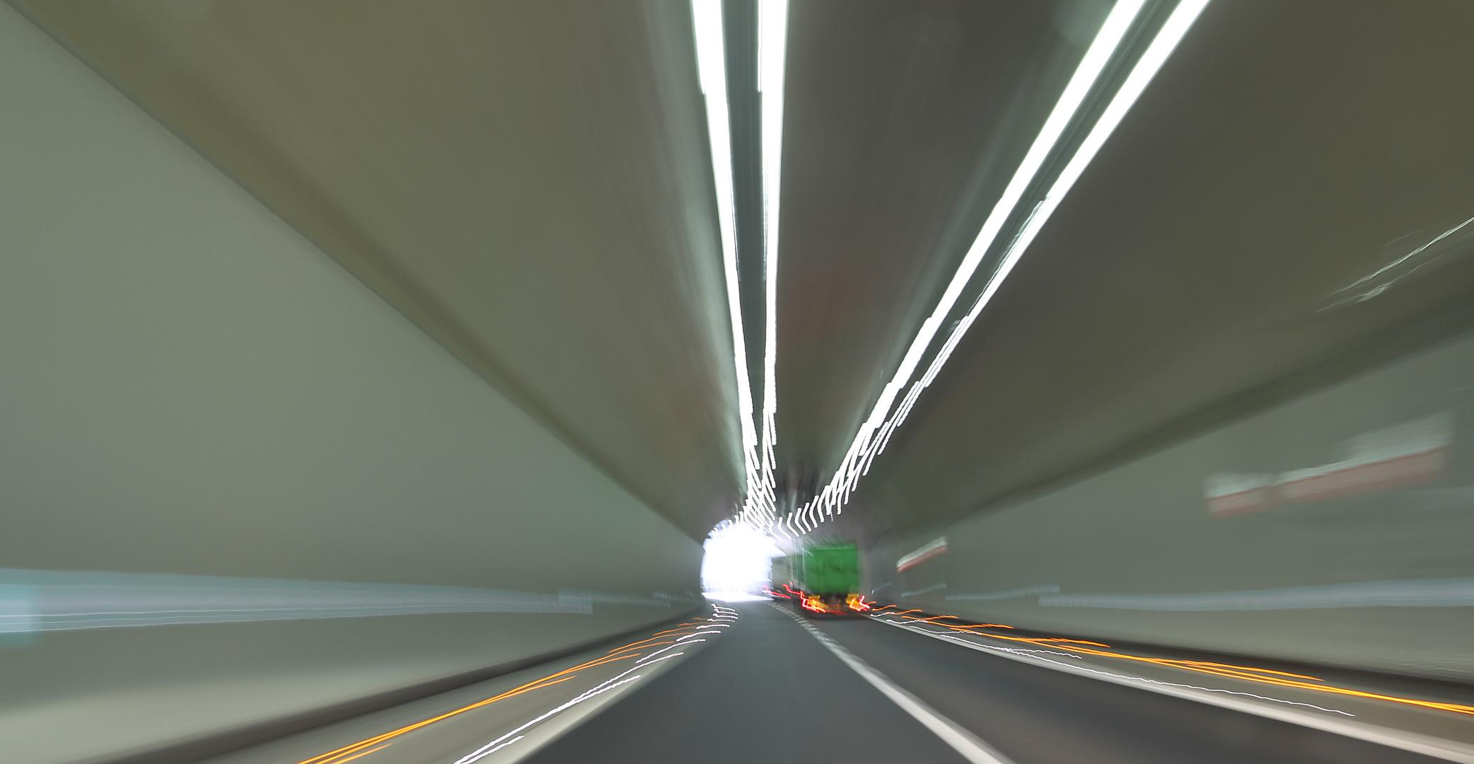 Tunnelwusch .. *