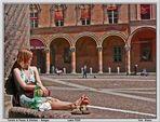 Turista in Piazza S.Stefano a Bologna