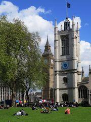 Turm der St. Margaret`s Church und Big Ben