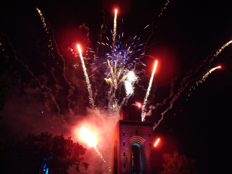 Turm im Feuerwerk