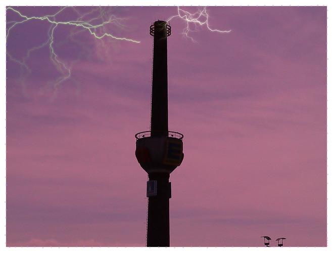 Turm mit Blitz