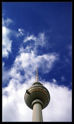 turm - wolken - blau
