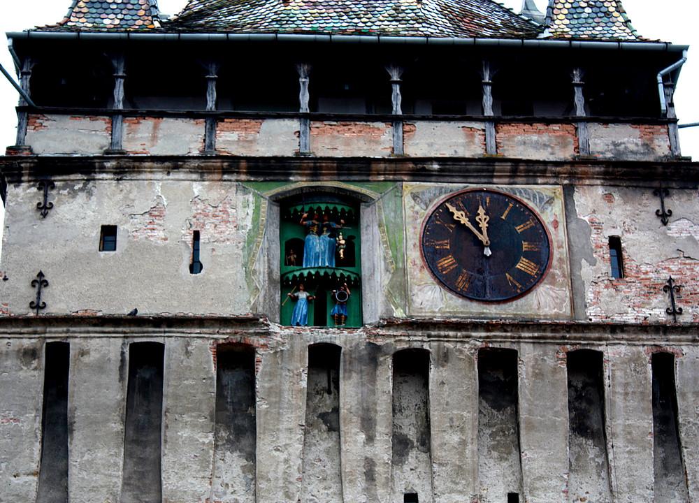 Turmuhr des Stundenturmes von Schässburg mit Figuren s.u.