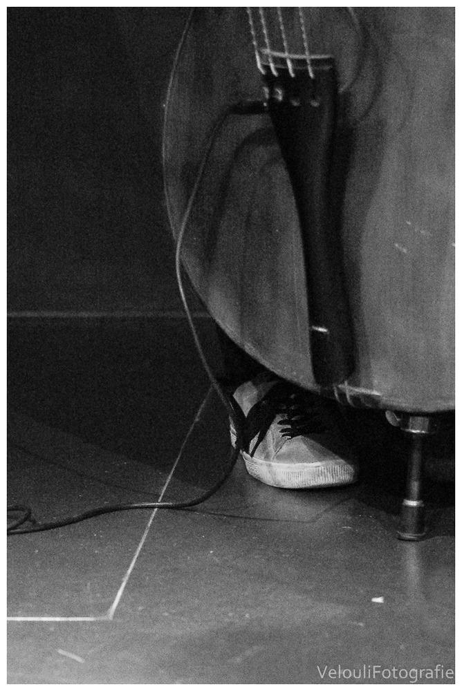 Turnschuh am Bass
