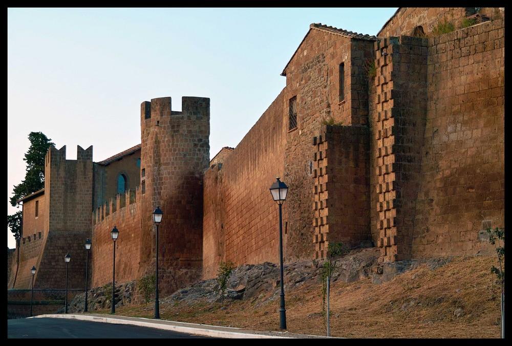 Tuscania, le mura