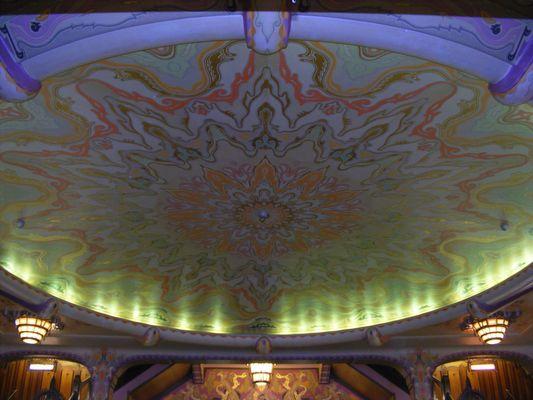 Tuschinsky Theater Von Innen nach Oben...Superbeleuchtung alles im 20-er Stil!