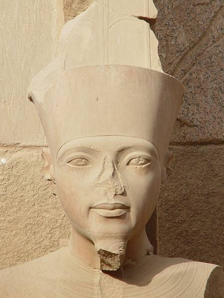 Tut-Anch-Amun im Tempel von Karnak