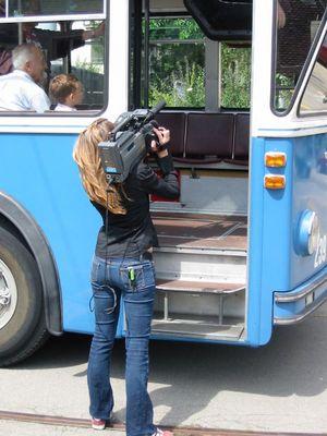 TV-Interview eines Hochlenkerbusfahrers *g